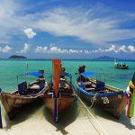 104125 Farverige fiskerbåde