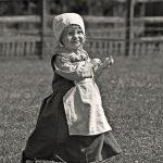 106111 Løbende pige