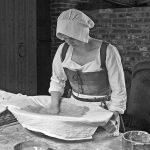 106113 Kvinde i køkkenet