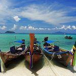 104124 Farverige fiskerbåde
