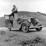 106117 Kvinde på bil California 1936
